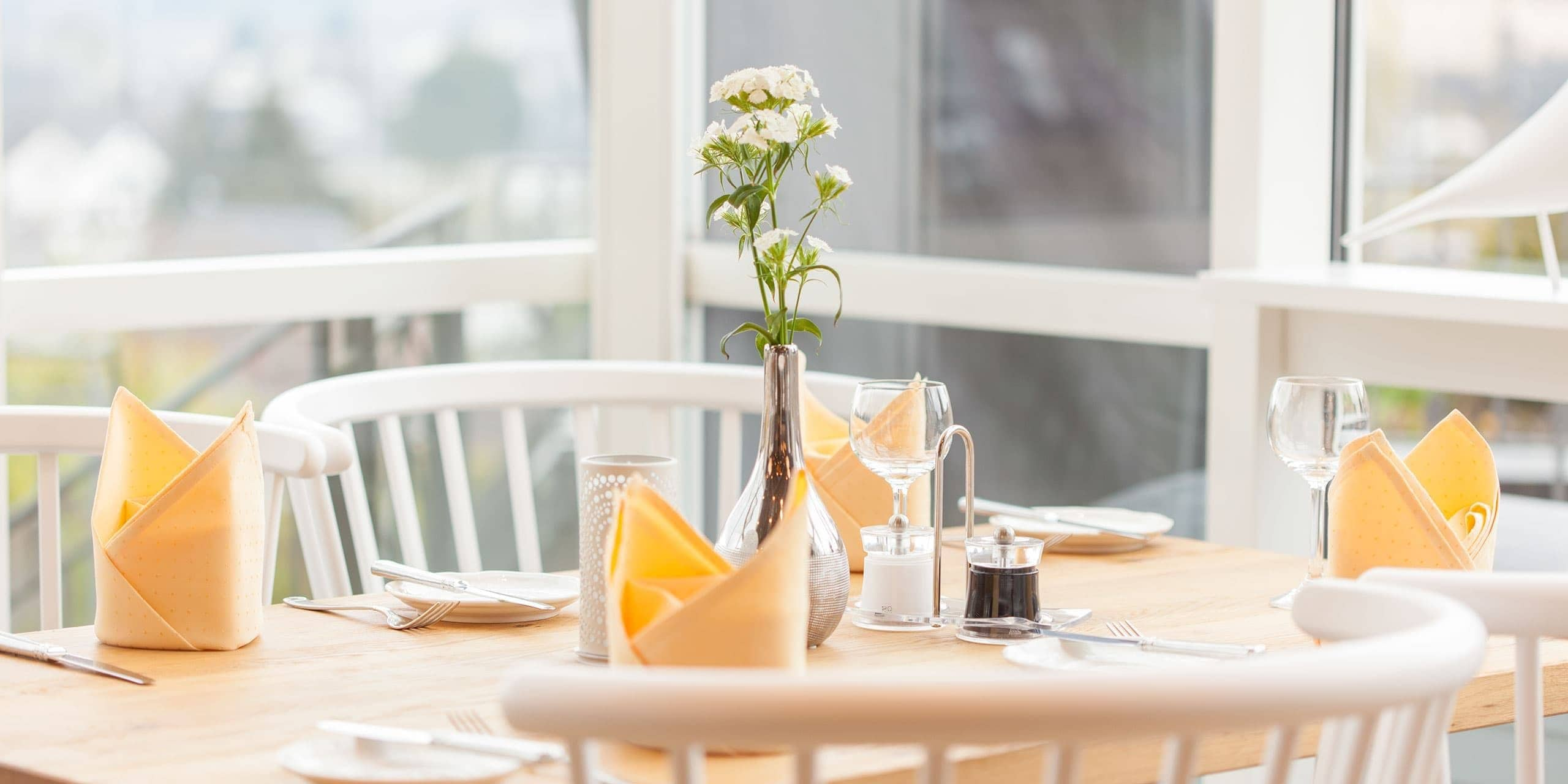 gedeckter Tisch im Hotel Panorama