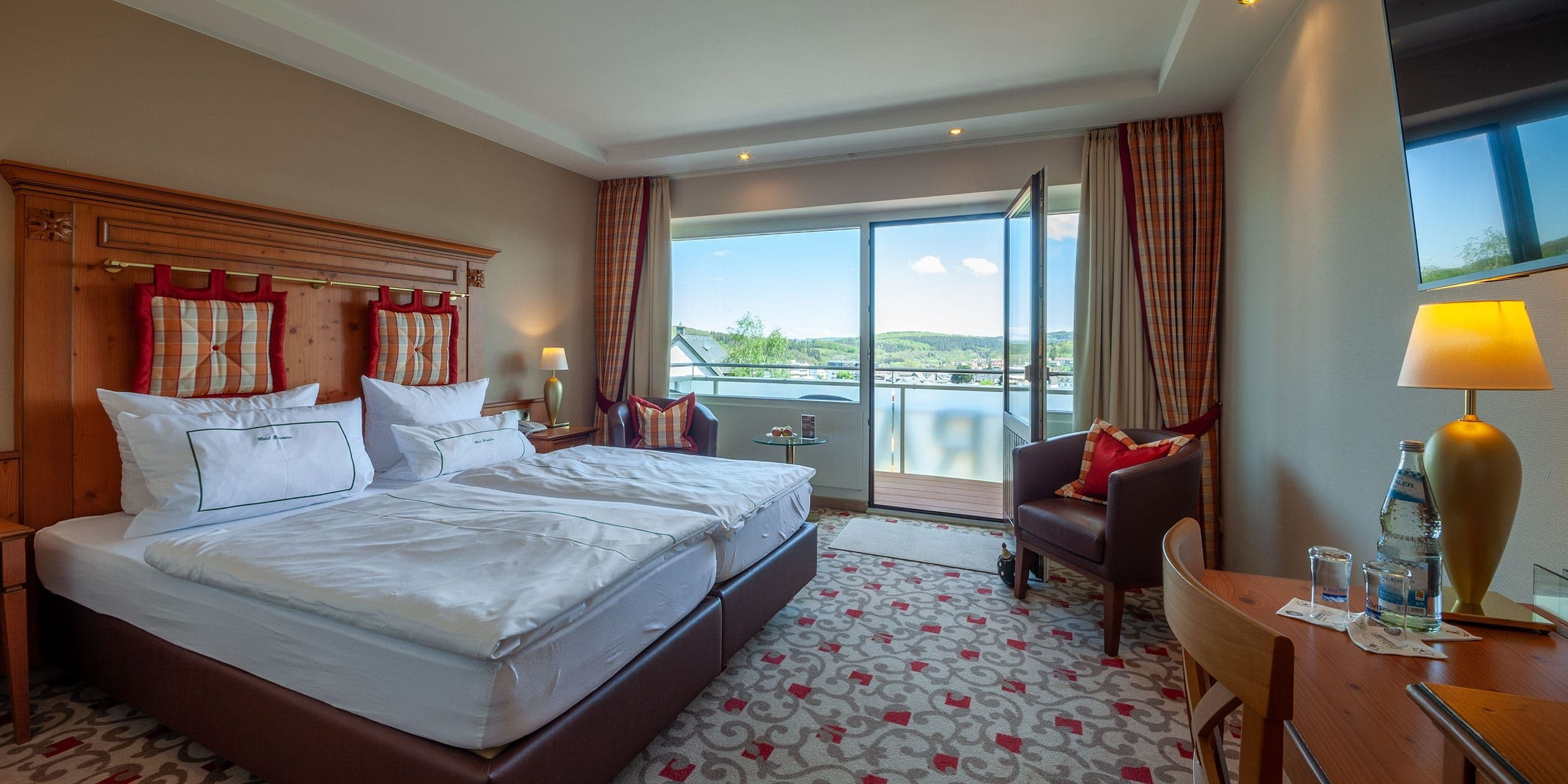 Hotel Zimmer mit Panorama Blick auf Daun